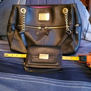 Beautiful Nicole Miller purse and large wristlet